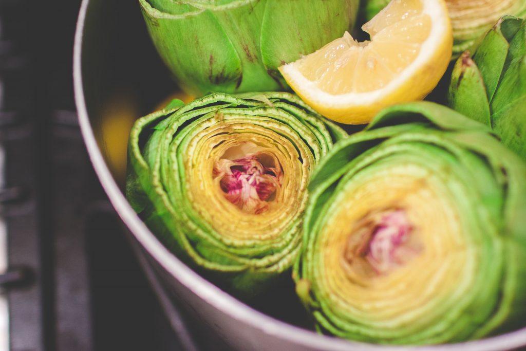 Lista per mese di frutta e verdura di stagione - Carciofi in pentola con il limone